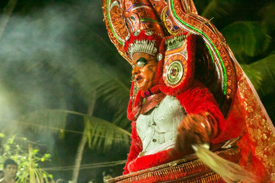 鬼気迫るシヴァ神のBhairavan Theyyam
